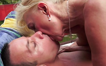 Blonde that loves cock is bringing her old body over a dude these days