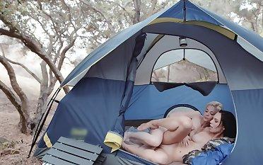 Blonde flapper greedily masturbates girlfriend's vagina