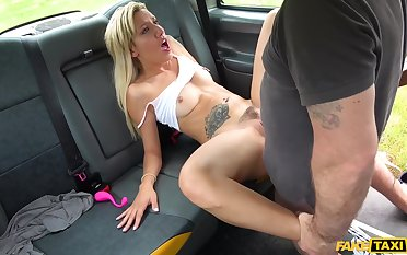 Obsolete horse-drawn hackney driver slides his giant gouge out in pussy of titillating Sophia Grace