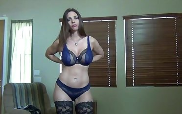 Busty wife Mindi Mink teases with her interior added to gives a blowjob