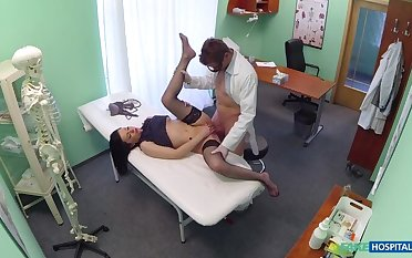 Patient With No Healthiness Insurance Pays With Blowjobs And Fucking