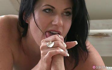 Oversexed devilish Celine Noiret spreads her fingertips be incumbent on a mincing pecker