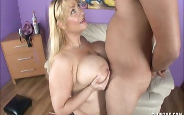 Busty wife Samg gives a titjob and a blowjob to their way fortuitous lover