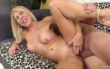 Yellowish Slut - Fucking Mature Pussy Compilation