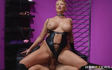 The Femdom Florist: Bambino with an increment of blonde mature cougar with big nuisance Ryan Keely - talisman reality hardcore