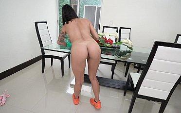Latina maid seducing with her ass