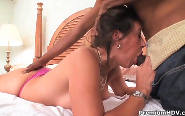 Persia Monir gives her hairy pussy for a hot sex