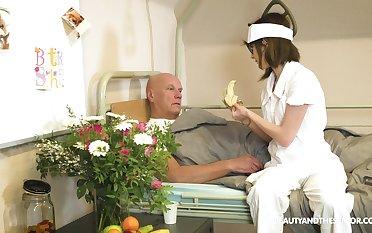 Nerdy nurse Sara Bell blows her doyen patient's gumshoe