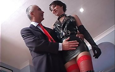 Short haired brunette latex trollop Roxanne rides and sucks dig up