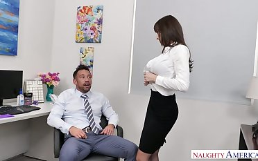 Stunning with an increment be expeditious for curvy office slut Lexi Luna blows cock be expeditious for her subordinate