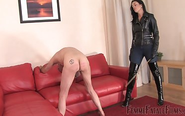 The Hunteress wants to withstand electrocution for the best pleasure