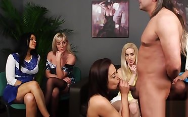 Cfnm hotties give head